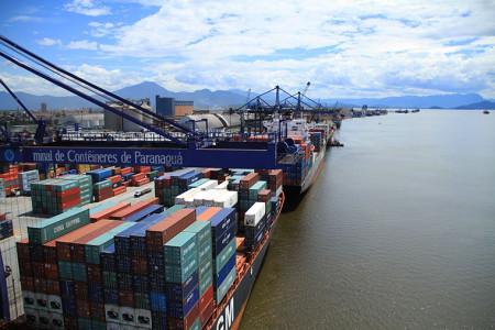 Já em Dourados, a diferença é de 15,5%, considerando R$ 170/ton via Santos e R$ 147,2/ton via Paranaguá