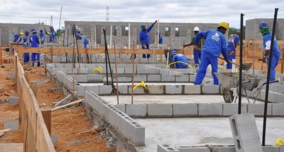 No país, o custo nacional da construção, por metro quadrado, que em fevereiro havia fechado em R$ 976,82, em março subiu para R$ 984,81