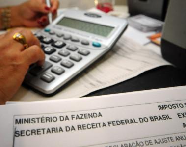 A multa para quem coloca informações erradas ou deixa de colocar dados importantes de propósito é de 150% do imposto devido.