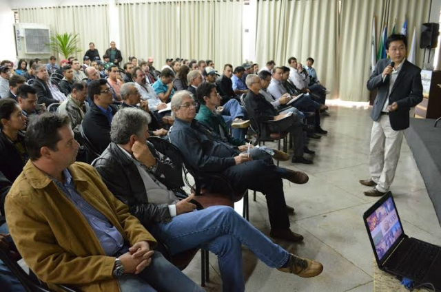 Engenheiro agrônomo Henri Sako, representando a Cesb (Comitê Estratégico Soja Brasil) trouxe um desafio: a máxima produtividade (Foto:Divulgação)