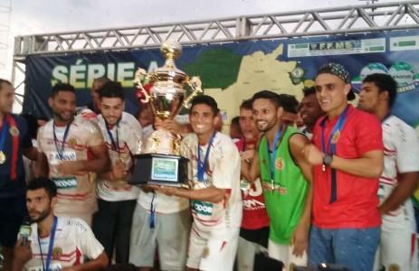 Sete de Dourados se sagrou no domingo campeão Estadual de Futebol; time já pensa no Brasileiro da Série D (Foto: Divulgação)