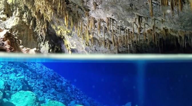 Gruta do Lago Azul recentemente subiu para a terceira colocação sobre o que fazer em Bonito, e das 3.670 avaliações de visitantes (Foto: Divulgação)