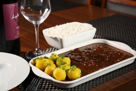 4º Festival Gastronômico Sabores de Dourados, um dos principais atrativos turísticos da que reúne 41 bares, restaurantes foi destacado pela imprensa nacional - (Foto: Divulgação)