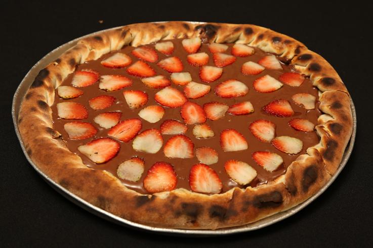 pizza-Nutella com morangos - vinis pizzaria-reduzida