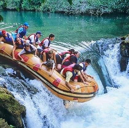 bonito-aventura-passeio-bote-rio-formoso-hill-bonito-ms-420x417