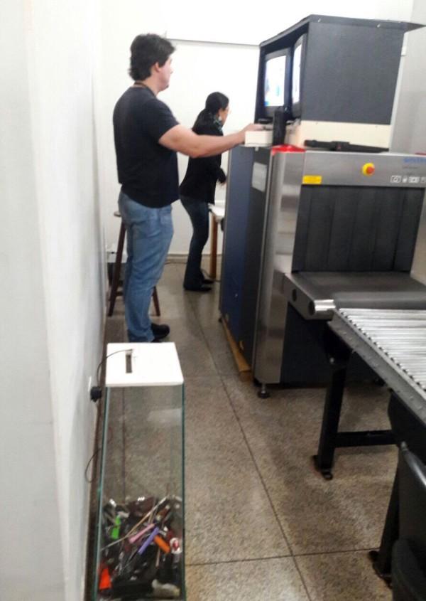 Agentes são responsáveis, desde a triagem de passageiros, a utilização de detectores de metais e do aparelho de raios-x, até a inspeção manual da bagagem. (Foto: Divulgação).