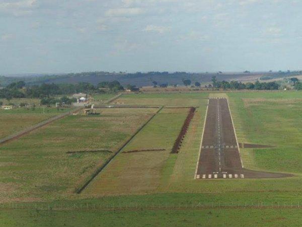 Aeronaves comerciais de médio e grande porte agora podem operar por instrumentos em Dourados. (Foto : Franz Mendes).