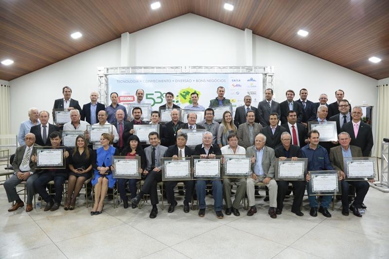 Homenageados pela Câmara durante sessão na Expoagro. (Foto: Éder Gonçalves).