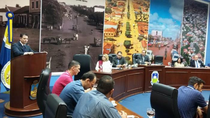 Deputado Renato Câmara fala sobre a importância de implantar um centro multicultural em Dourados em audiência na Câmara de Vereadores. (Foto: Dênes de Azevedo).