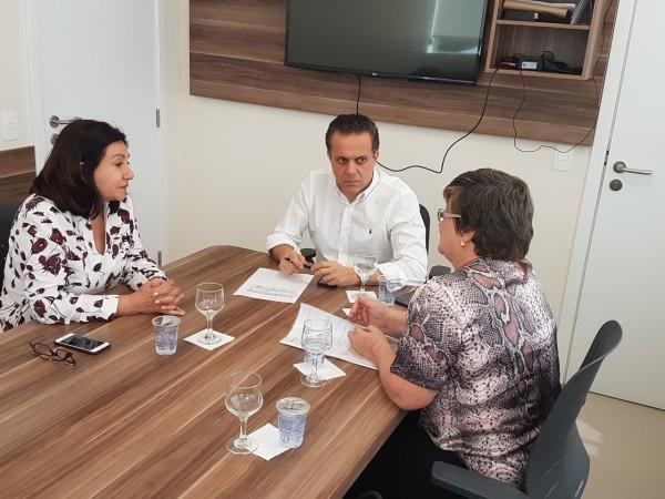 Prefeita Délia e secretária Elaine foram recebidas por Ricardo Ayache nesta quarta-feira. (Foto: Divulgação).