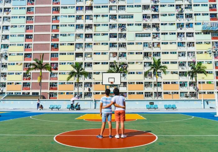 Morando em condomínio a chance de fazer amizades aumenta e torna tudo mais fácil, inclusive para as crianças. (Foto: Divulgação).