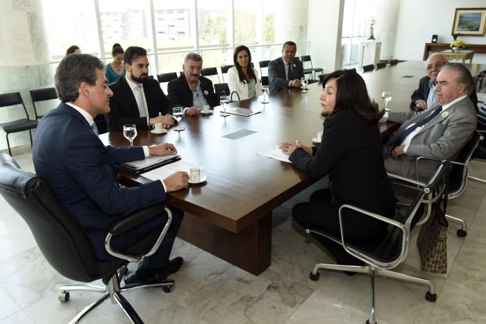 No mês passado, a prefeita Delia Razuk foi recebida por Beto Richa, no Gabinete do governador paranaense. (Foto: Divulgação).