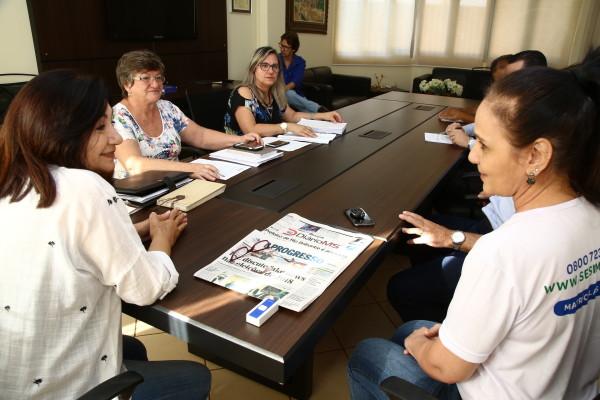 Convênio assinado na manhã desta segunda-feira facilita acesso de filhos de servidores da prefeitura na escola do Sesi. (Foto: A. Frota).