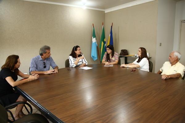 reunião com integrantes da comissão que trata da implantação Unidade Avançada de Prevenção e Diagnóstico do Câncer em Dourados. (Foto – A. Frota)