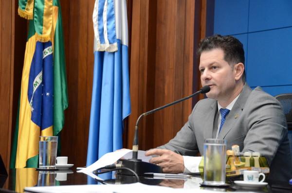 Com a proposta, deputado Renato Câmara acredita que o Estado passará a ter as ferramentas legais para classificar e priorizar os processos de licenciamento ambiental dos loteamentos e conjuntos habitacionais em fase de regularização fundiária. (Foto: Toninho Souza).