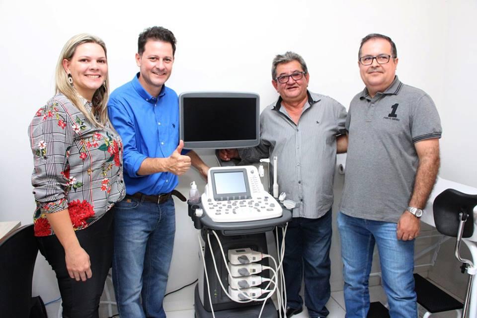 Deputado Renato Câmara, prefeito Jorge Takahashi durante entrega da moderna sala ultrassonografia em Batayporã - Foto: Divulgação