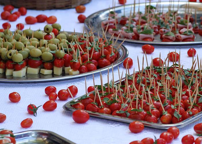 O tomate BRS Zamir possui uma vantagem genética que aumenta o número de frutos por penca. (Foto: Henrique Carvalho).