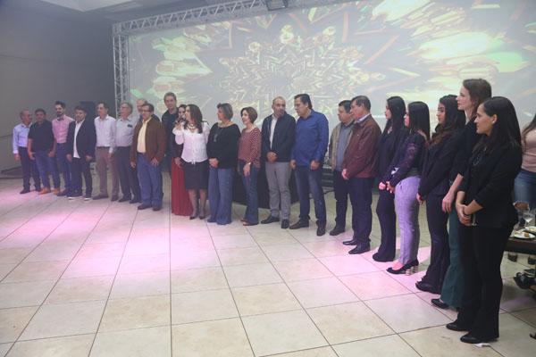Auditório da Aced foi transformado para receber festa temática para comemorar Dia do Comerciante. (Fotos: A.Frota).
