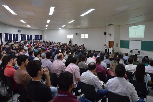 Público presente durante o painel que debateu resistência de plantas daninhas a herbicidas. (Foto: Guilherme Viana).