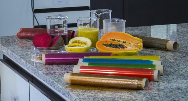 Embalagens comestíveis desenvolvidas pela Embrapa. (Foto: Samuel Vasconcelos).