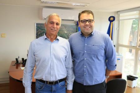 Vereador Alan Guedes recebe o presidente do Sindicato Rural, Lucio Damalia (Foto: Thiago Morais)