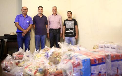 Alimentos arrecadados através de meia entrada solidária foram doados a entidades beneficentes de Dourados. (Fotos: Divulgação).