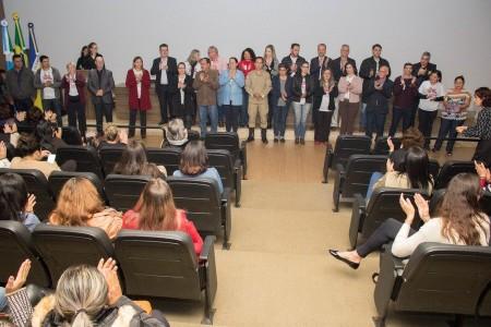 Vereadores Sergio Nogueira e Junior Rodrigues, da Comissão de Prevenção às Drogas, e membros do Comad em evento realizado em parceria com a Casa (Foto: Divulgação)