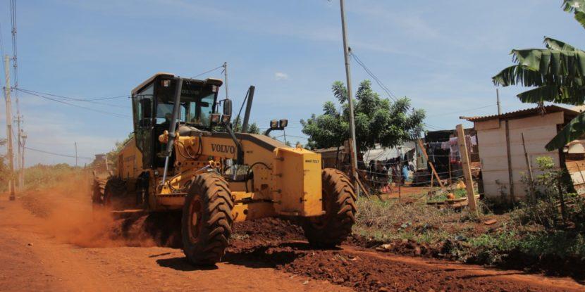 Prefeitura de Dourados dá início ao patrolamento pelas comunidades Ouro Fino e Vitória